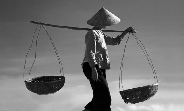 Cảm nhận tình yêu qua bài thơ Ngồi buồn nhớ mẹ ta xưa Nguyễn Duy