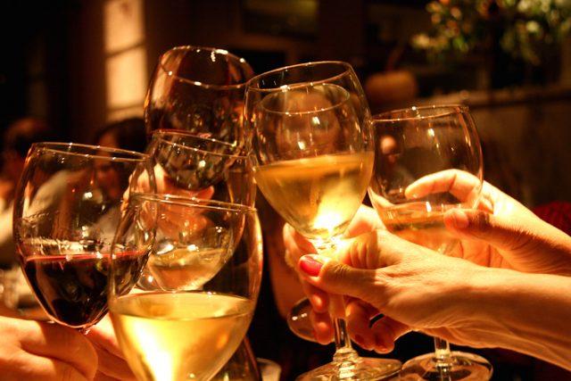 Tuyển tập thơ về rượu hay, hài hước làm thức tỉnh mọi người